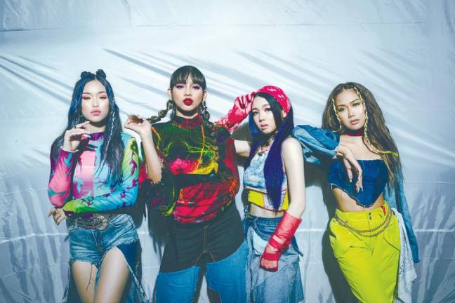 BLACKPINKに似てる!?マレーシアの四人組アイドルグループ Dolla